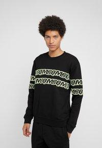 McQ Alexander McQueen - CLEAN CREW NECK - Sweatshirt - darkest black - 0
