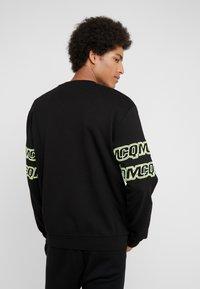 McQ Alexander McQueen - CLEAN CREW NECK - Sweatshirt - darkest black - 2