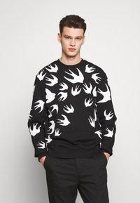 McQ Alexander McQueen - SWALLOW - Sweatshirt - darkest black - 0