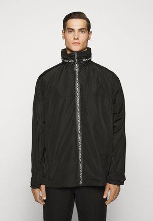 ZIP TECH WIND - Cappotto corto - darkest black