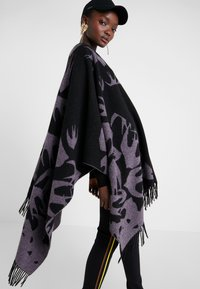 McQ Alexander McQueen - CUT UP SWALLOW - Poncho - black/lilac - 4