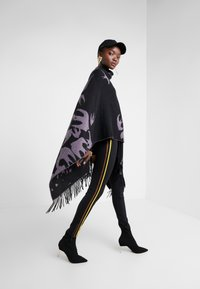 McQ Alexander McQueen - CUT UP SWALLOW - Poncho - black/lilac - 1