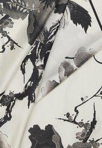 McQ Alexander McQueen - CAMELLIA BRANCH - Šátek - oyster/black - 1