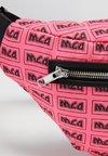 McQ Alexander McQueen - SMALL BUMBAG - Riñonera - neon pink