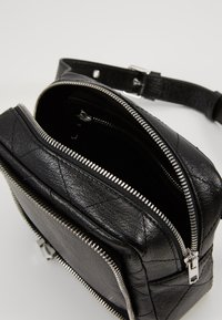 McQ Alexander McQueen - BELT BAG - Vyölaukku - black - 5