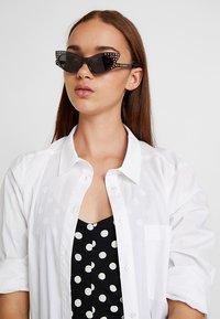 McQ Alexander McQueen - Okulary przeciwsłoneczne - grey/smoke - 1