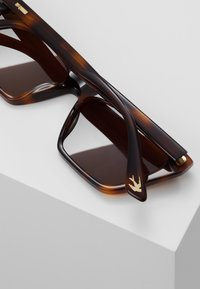 McQ Alexander McQueen - Sonnenbrille - brown - 4
