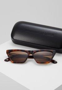 McQ Alexander McQueen - Sonnenbrille - brown - 2