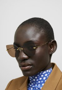 McQ Alexander McQueen - Zonnebril - gold/brown - 1