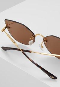 McQ Alexander McQueen - Zonnebril - gold/brown - 3