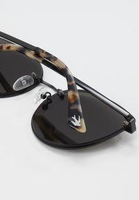 McQ Alexander McQueen - Solglasögon - black/grey - 3