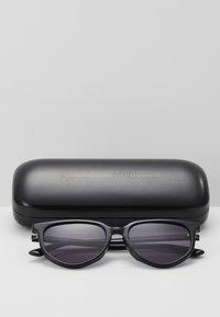 McQ Alexander McQueen - Lunettes de soleil - black/smoke - 3