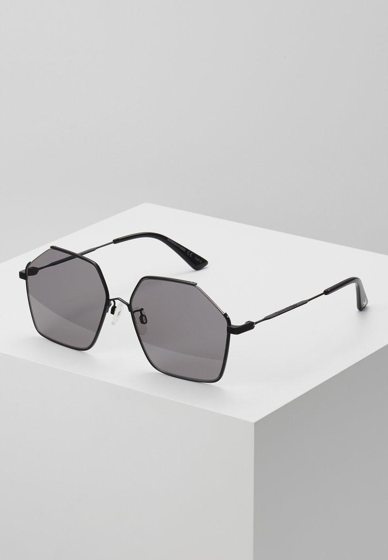 McQ Alexander McQueen - Sonnenbrille - black/smoke
