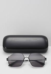 McQ Alexander McQueen - Sonnenbrille - black/smoke - 4