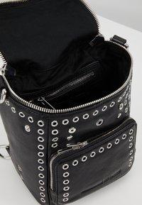 McQ Alexander McQueen - MINI CONVERTIBLE - Plecak - black - 4