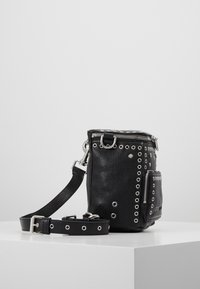 McQ Alexander McQueen - MINI CONVERTIBLE - Plecak - black - 3