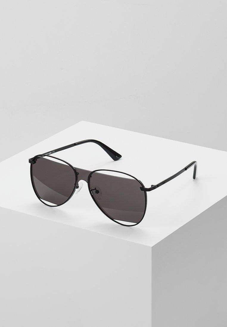 McQ Alexander McQueen - Sunglasses - black/black smoke