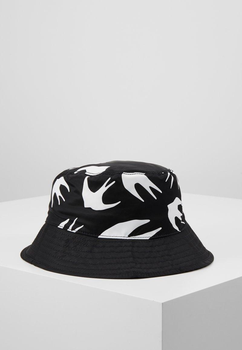 McQ Alexander McQueen - BUCKET HAT - Hat - black/white