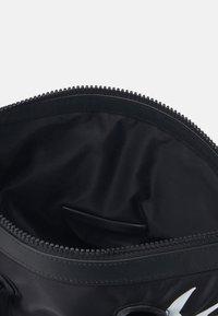McQ Alexander McQueen - MAGAZINE TOTE SWALLOW - Tote bag - black - 5