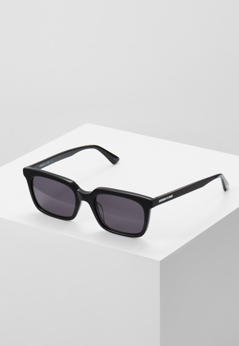 McQ Alexander McQueen - Solglasögon - black/black smoke