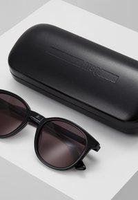 McQ Alexander McQueen - Sonnenbrille - black/grey - 2