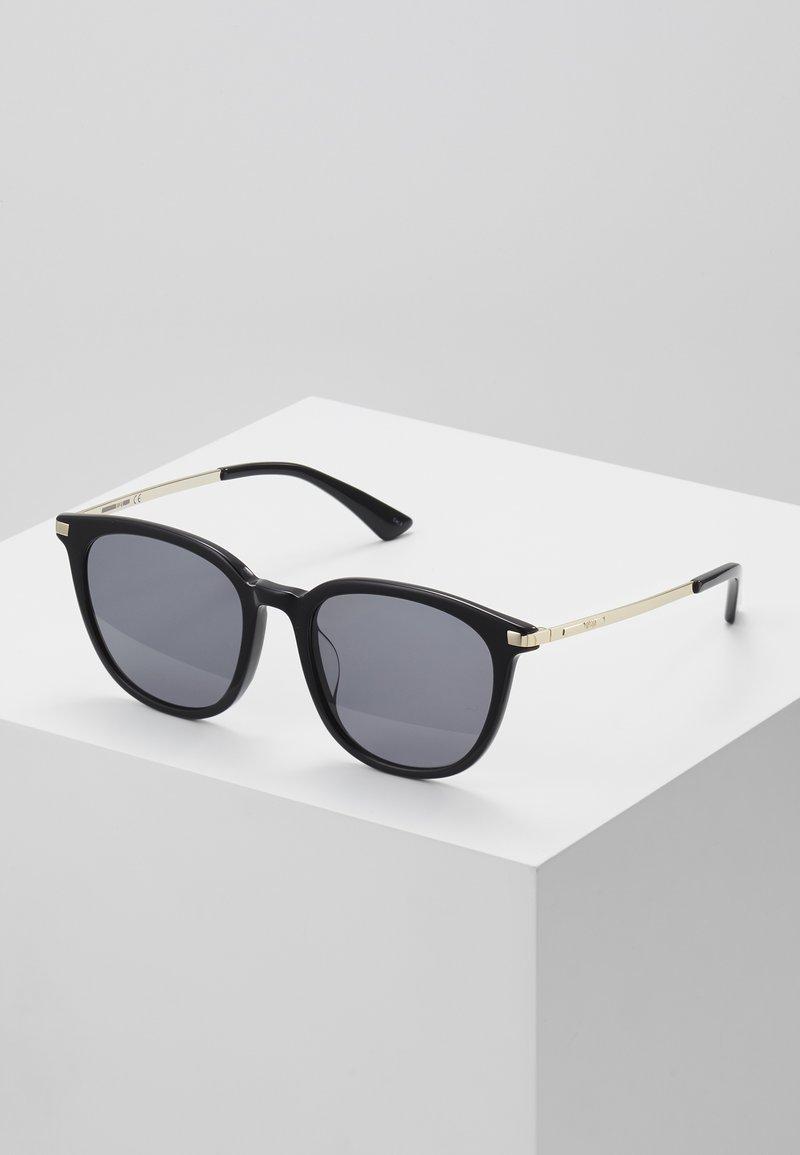 McQ Alexander McQueen - Sluneční brýle - black/gold-coloured