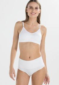 MAGIC Bodyfashion - COMFORT BRA SPAGHETTI STRAPS - Bustier - white - 0