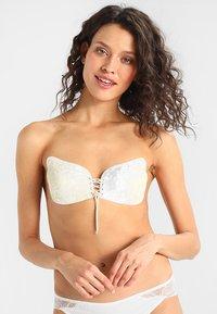 MAGIC Bodyfashion - VA VA VOOM BRA  - Multiway / Strapless bra - white - 0