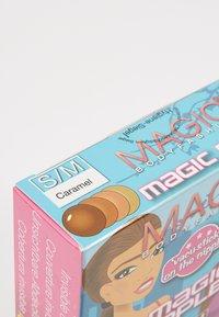 MAGIC Bodyfashion - MAGIC NIPPLES - Multiway / Strapless bra - caramel - 2