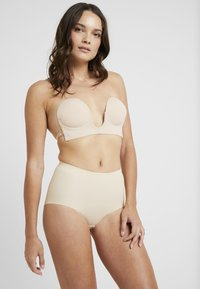 MAGIC Bodyfashion - LUVE BRA - Strapless BH - latte