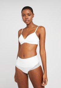 MAGIC Bodyfashion - TUMMY SHAPER - Shapewear - white - 1