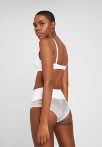 MAGIC Bodyfashion - TUMMY SHAPER - Shapewear - white - 2