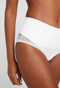 MAGIC Bodyfashion - TUMMY SHAPER - Shapewear - white - 4