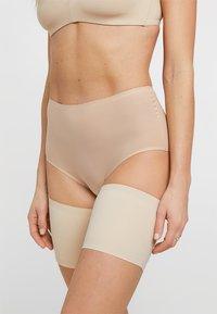 MAGIC Bodyfashion - BE SWEET TO YOUR LEGS - THIGH BANDS - OBERSCHENKELBÄNDER - Overknee-strømper - latte - 0