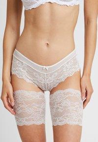 MAGIC Bodyfashion - BE SWEET TO YOUR LEGS - Ylipolvensukat - ivory - 0