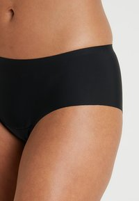 MAGIC Bodyfashion - DREAM INVISIBLES HIPSTER 2 PACK - Panties - black - 4