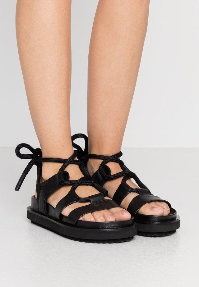 APPARIRE - Sandaalit nilkkaremmillä - black