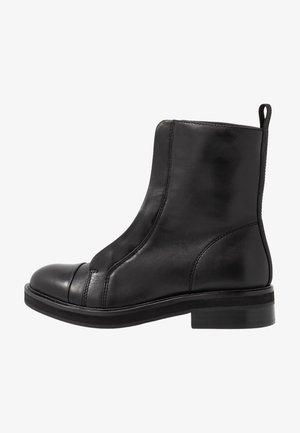 ANTARES - Korte laarzen - black