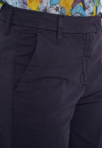 MAX&Co. - DELTA - Spodnie materiałowe - midnight blue - 4