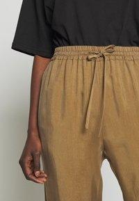 MAX&Co. - DITTA - Teplákové kalhoty - brown - 4