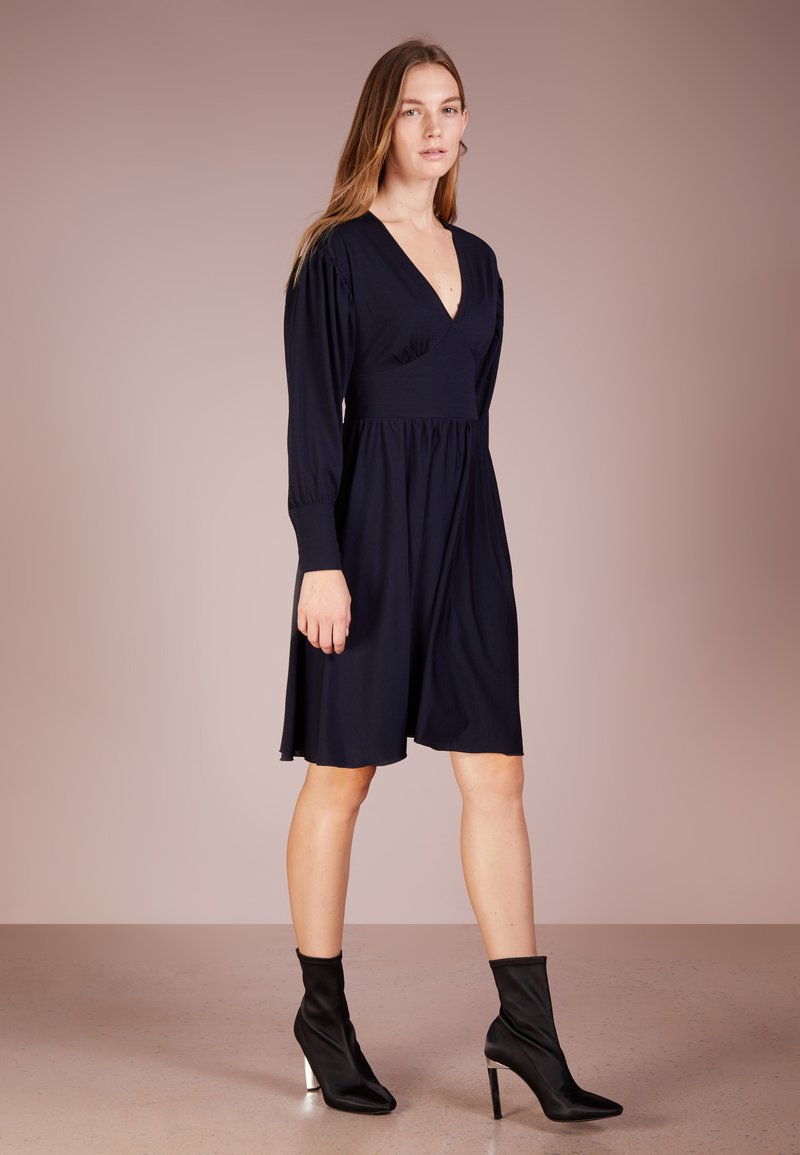 MAX&Co. - CORO - Žerzejové šaty - midnight blue