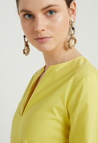 MAX&Co. - DISCO - Korte jurk - sunshine yellow - 3