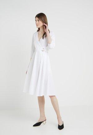 DESTRA - Korte jurk - optic white