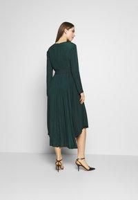 MAX&Co. - PARLANTE - Robe d'été - bright green - 2