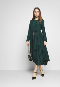MAX&Co. - PARLANTE - Robe d'été - bright green - 1