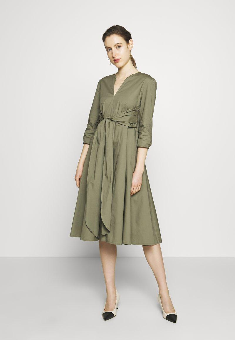 MAX&Co. - DIONISIO - Sukienka koktajlowa - moss green
