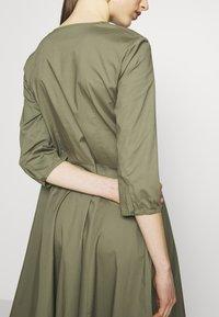 MAX&Co. - DIONISIO - Sukienka koktajlowa - moss green - 3