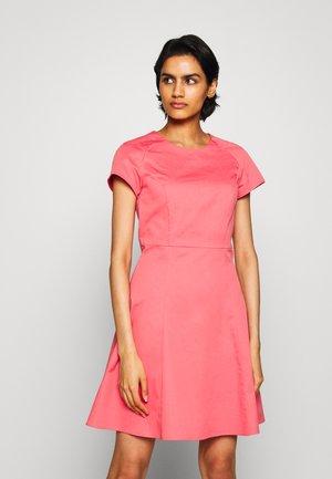 DISPARI - Day dress - old rose