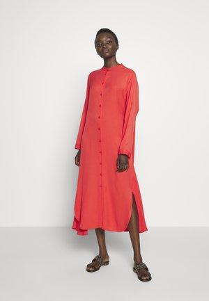 CAUSA - Košilové šaty - red