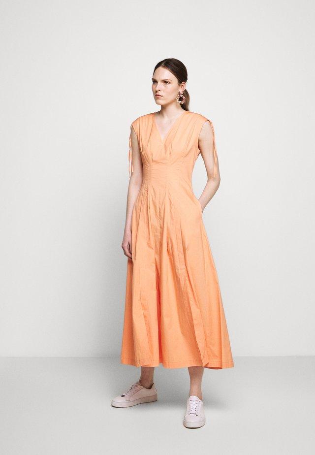 DINTORNO - Sukienka letnia - pink